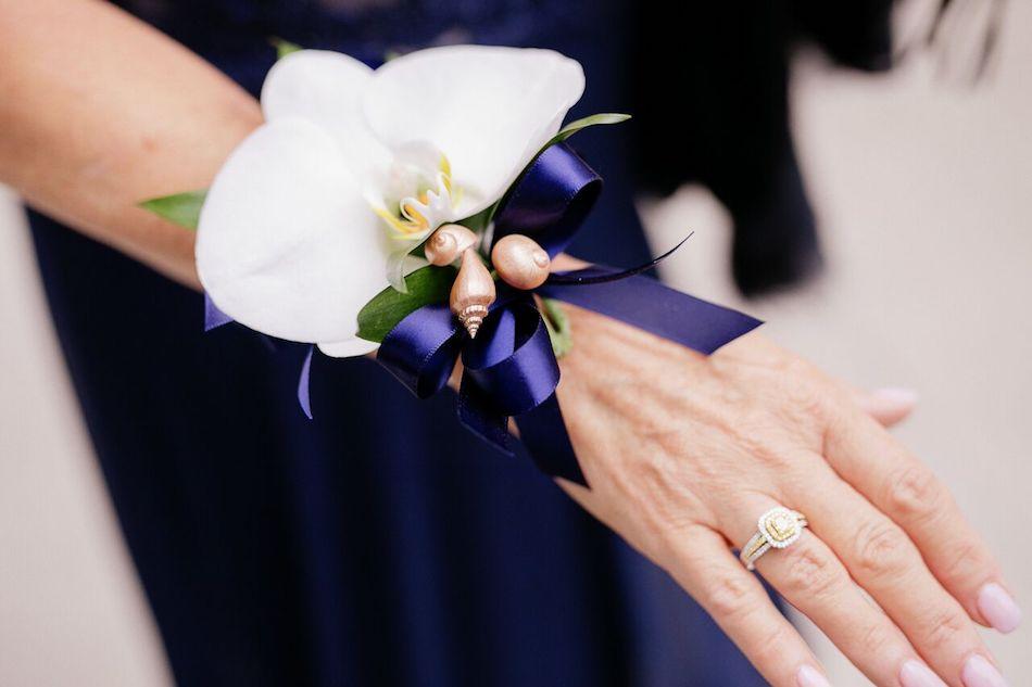 navy, navy and white, beach wedding, wedding flowers