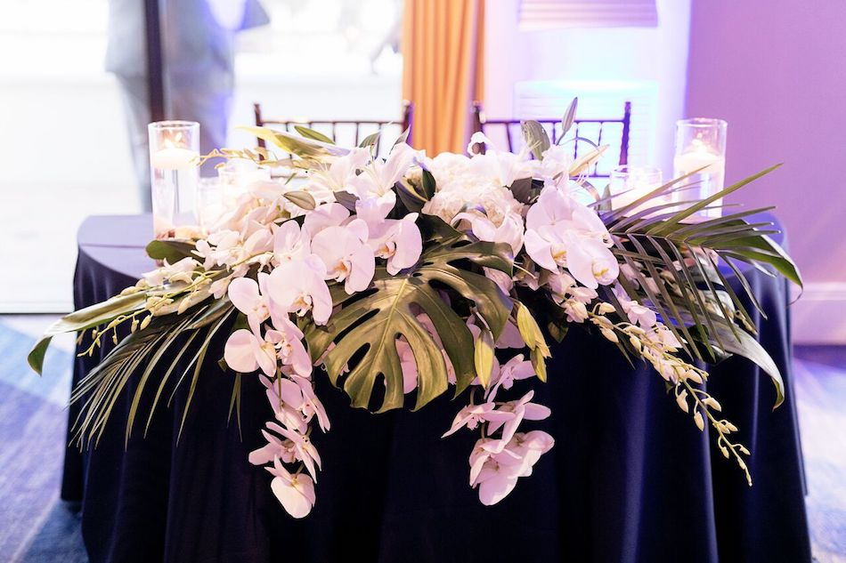 sweetheart table, wedding flowers, flowers, navy, navy and white, wedding, flowers by cina