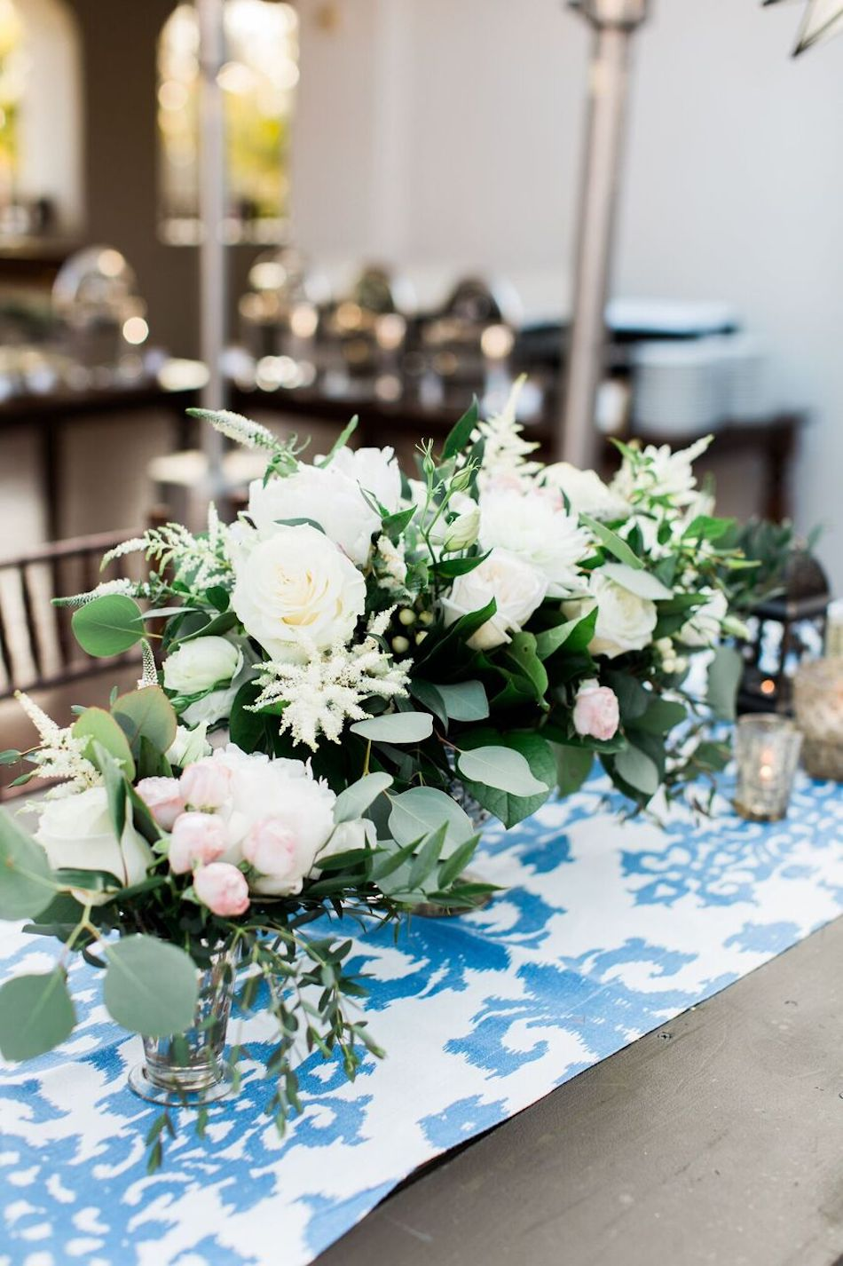 white flowers, centerpieces, navy and white, bacara resort, santa barbara wedding, orange county wedding, orange county florist, wedding florist, flowers by cina, wedding flowers, floral design, orange county floral design