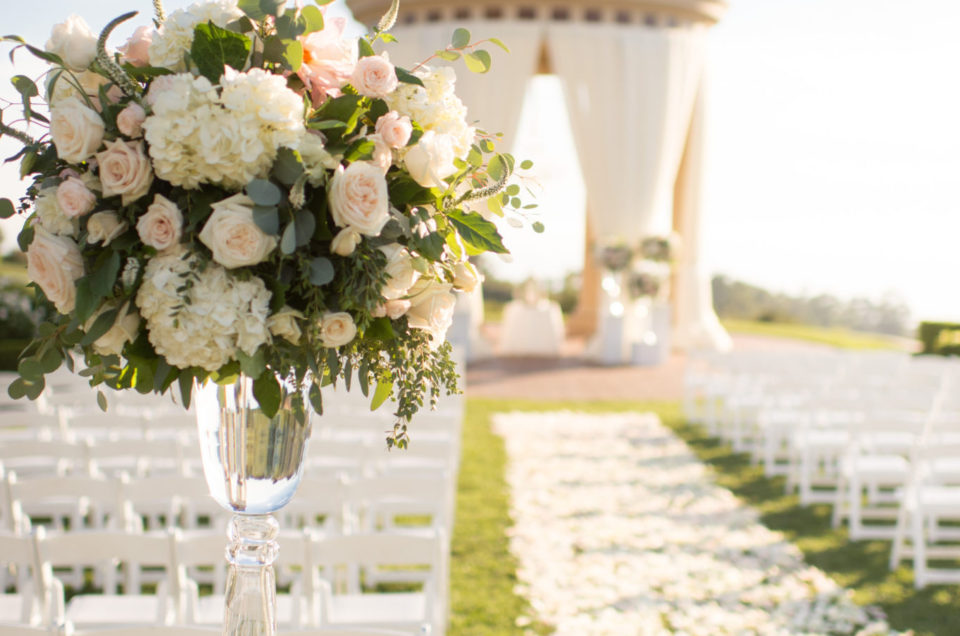 Feature: Sparkling Resort on California Wedding Day