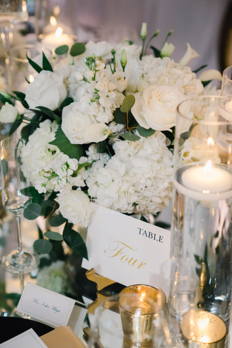 white centerpiece, white blooms, white tabletop, floral design, florist, wedding florist, wedding flowers, orange county weddings, orange county wedding florist, orange county florist, orange county floral design, flowers by cina