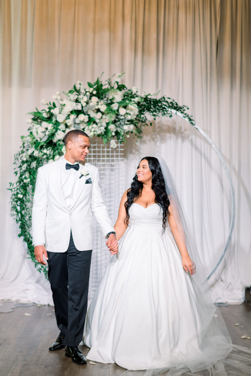 bride and groom, newlyweds, all-white wedding, floral design, florist, wedding florist, wedding flowers, orange county weddings, orange county wedding florist, orange county florist, orange county floral design, flowers by cina