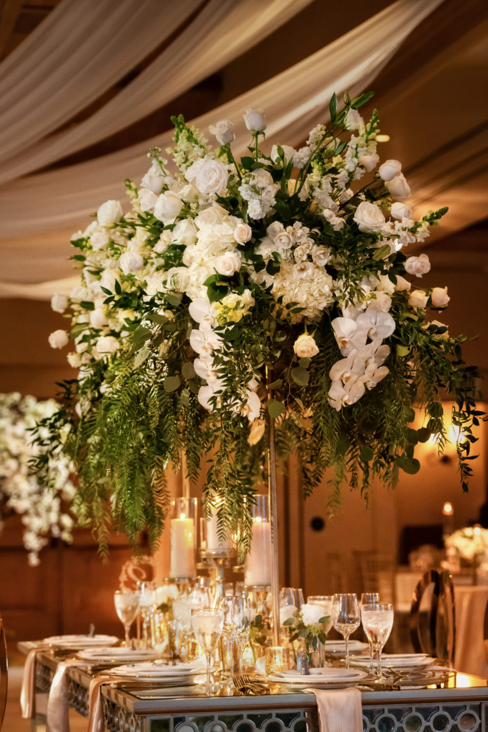 white blooms, white centerpiece, white floral arrangement, floral design, florist, wedding florist, wedding flowers, orange county weddings, orange county wedding florist, orange county florist, orange county floral design, flowers by cina