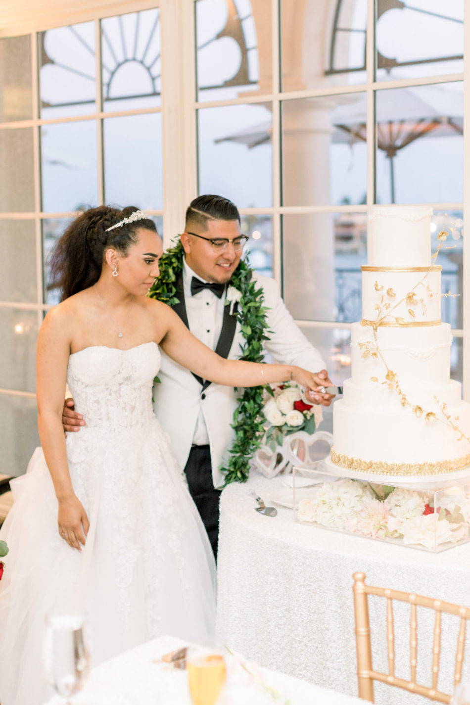 bride and groom, wedding cake, gold and white cake, floral design, florist, wedding florist, wedding flowers, orange county weddings, orange county wedding florist, orange county florist, orange county floral design, flowers by cina