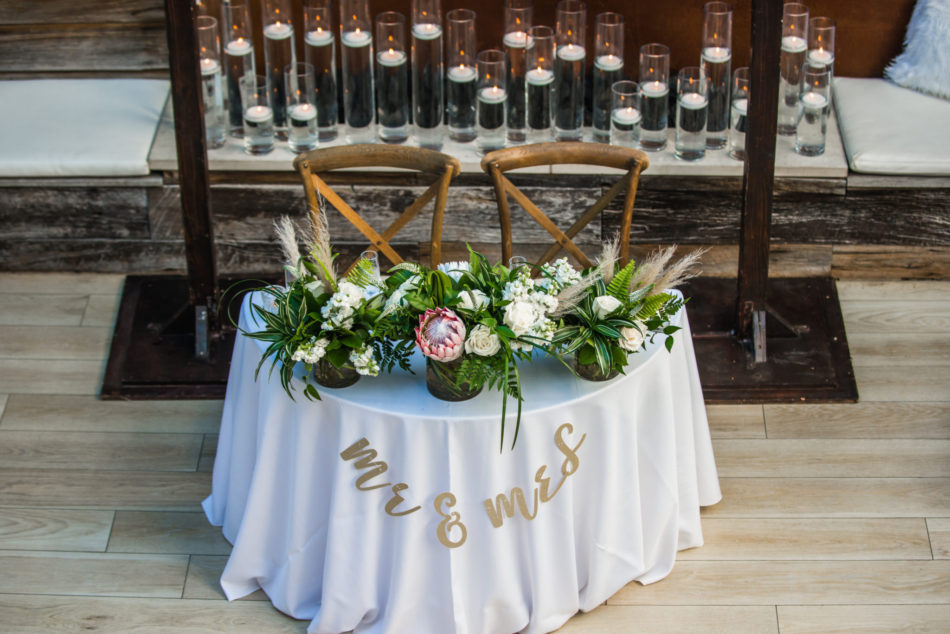 sweetheart table, modern sweetheart table, mr and mrs table, floral design, florist, wedding florist, wedding flowers, orange county weddings, orange county wedding florist, orange county florist, orange county floral design, flowers by cina