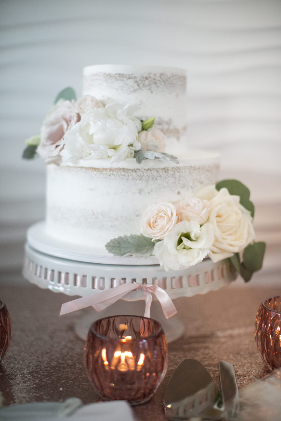 blush cake decor, white wedding cake, blush wedding cake, floral design, florist, wedding florist, wedding flowers, orange county weddings, orange county wedding florist, orange county florist, orange county floral design, flowers by cina