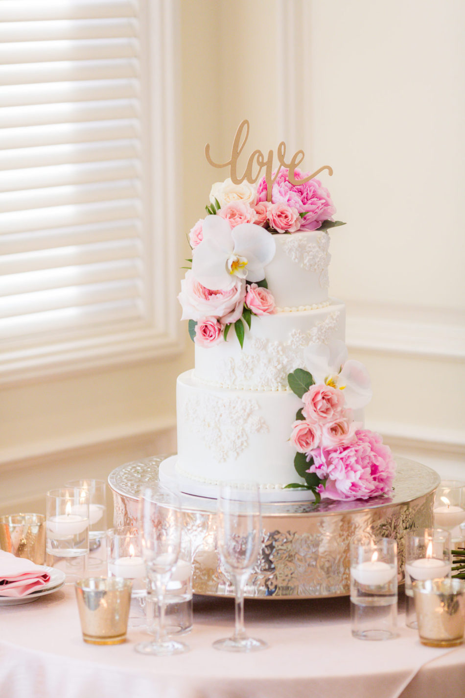pink cake decor, pink cake, pink wedding cake, floral design, florist, wedding florist, wedding flowers, orange county weddings, orange county wedding florist, orange county florist, orange county floral design, flowers by cina