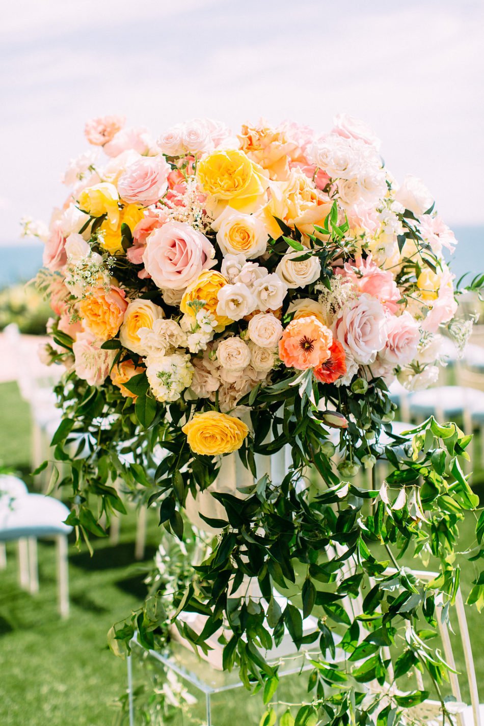 inside weddings feature, ceremony blooms, pink and orange florals, floral design, florist, wedding florist, wedding flowers, orange county weddings, orange county wedding florist, orange county florist, orange county floral design, flowers by cina