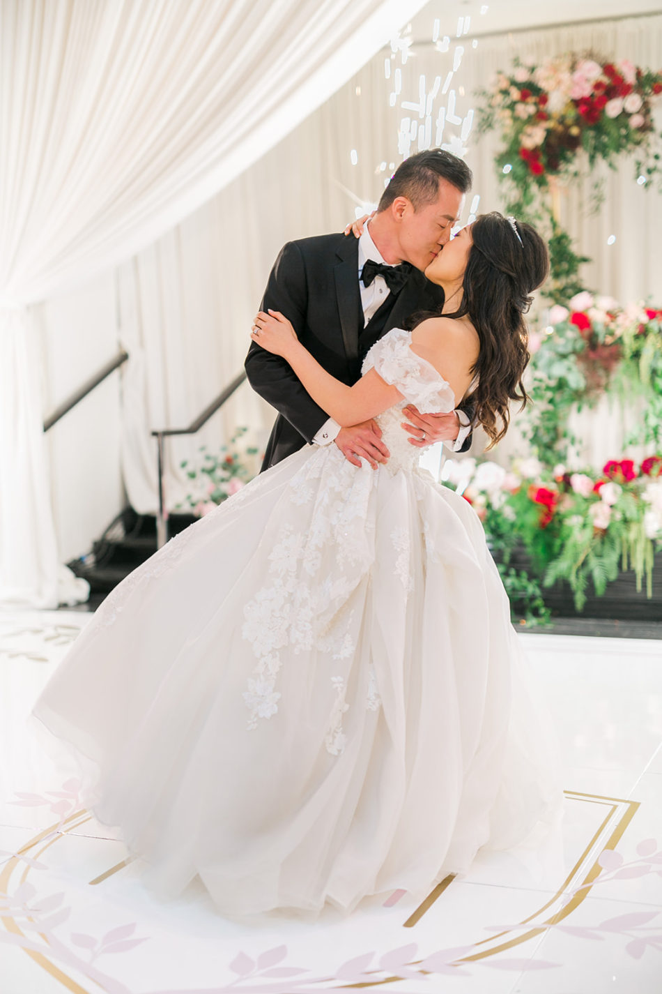 bride, groom, first dance. floral design, florist, wedding florist, wedding flowers, orange county weddings, orange county wedding florist, orange county florist, orange county floral design, flowers by cina