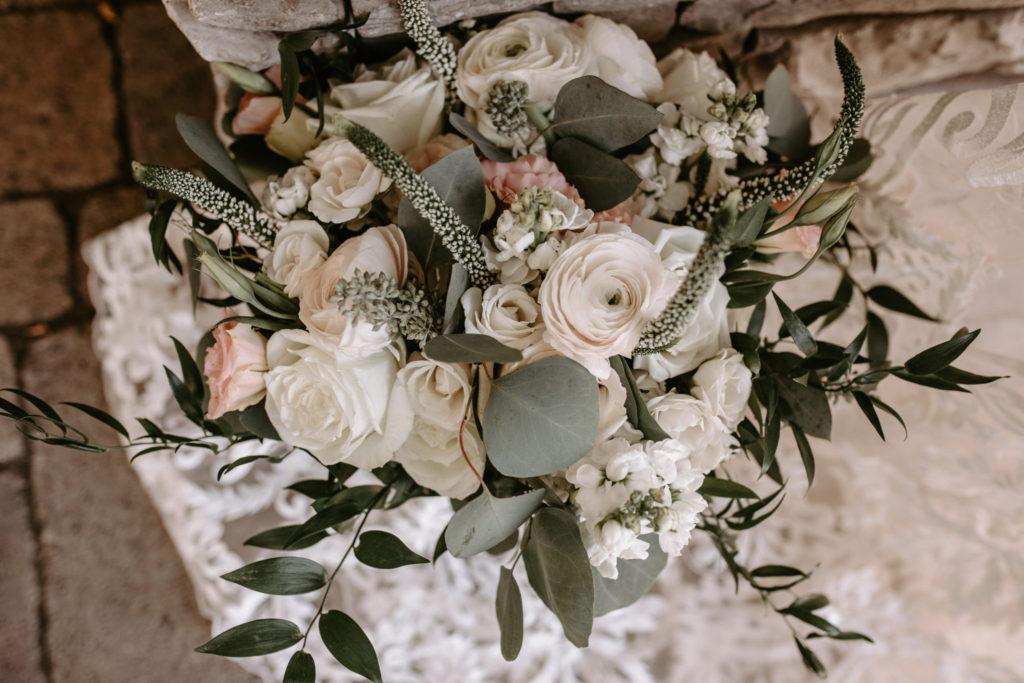 bridal bouquet, white bridal bouquet, lush bridal bouquet, floral design, florist, wedding florist, wedding flowers, orange county weddings, orange county wedding florist, orange county florist, orange county floral design, flowers by cina