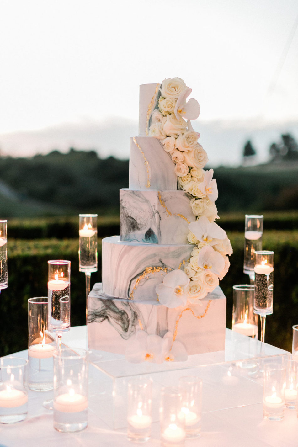carats cake feature, wedding cake, marble cake, floral design, florist, wedding florist, wedding flowers, orange county weddings, orange county wedding florist, orange county florist, orange county floral design, flowers by cina