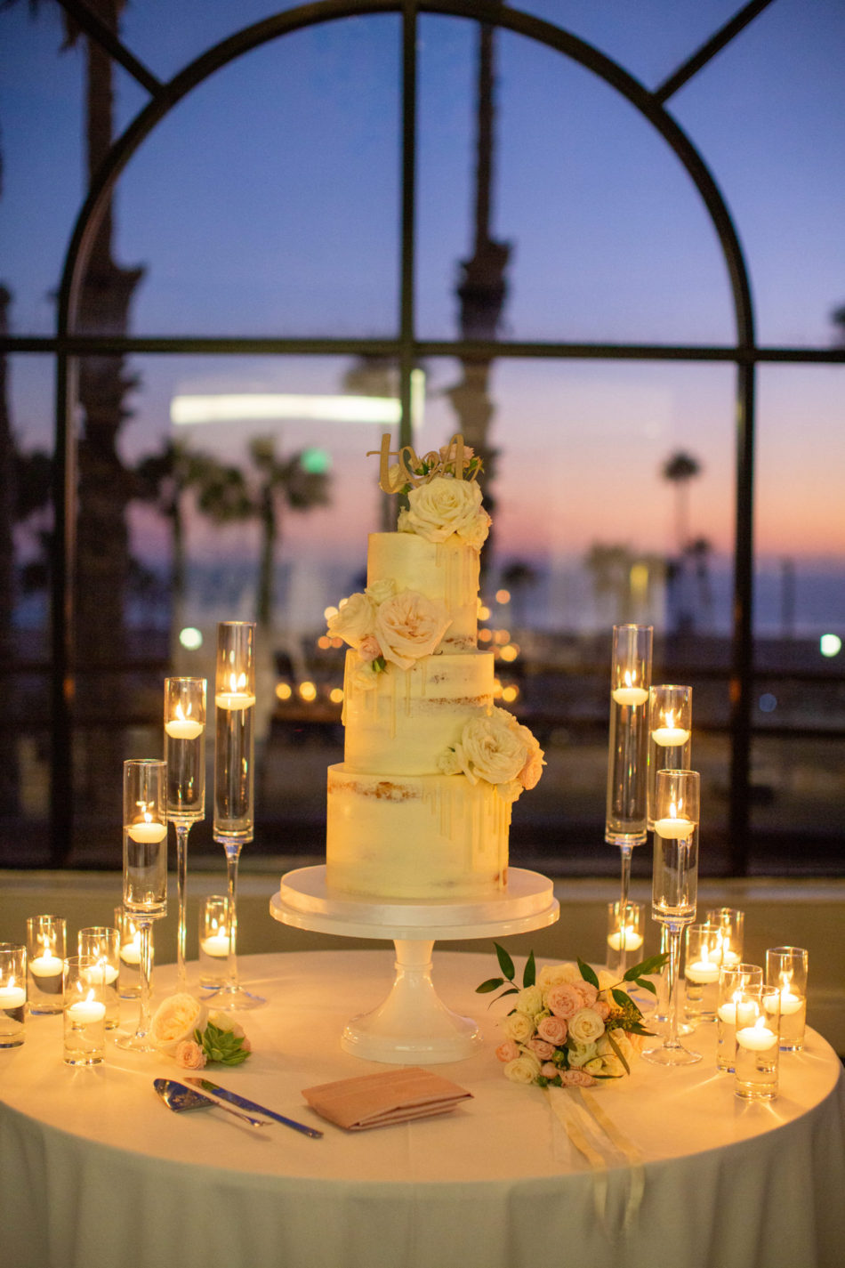 romantic waterfront wedding, romantic wedding cake, cake with view, floral design, florist, wedding florist, wedding flowers, orange county weddings, orange county wedding florist, orange county florist, orange county floral design, flowers by cina