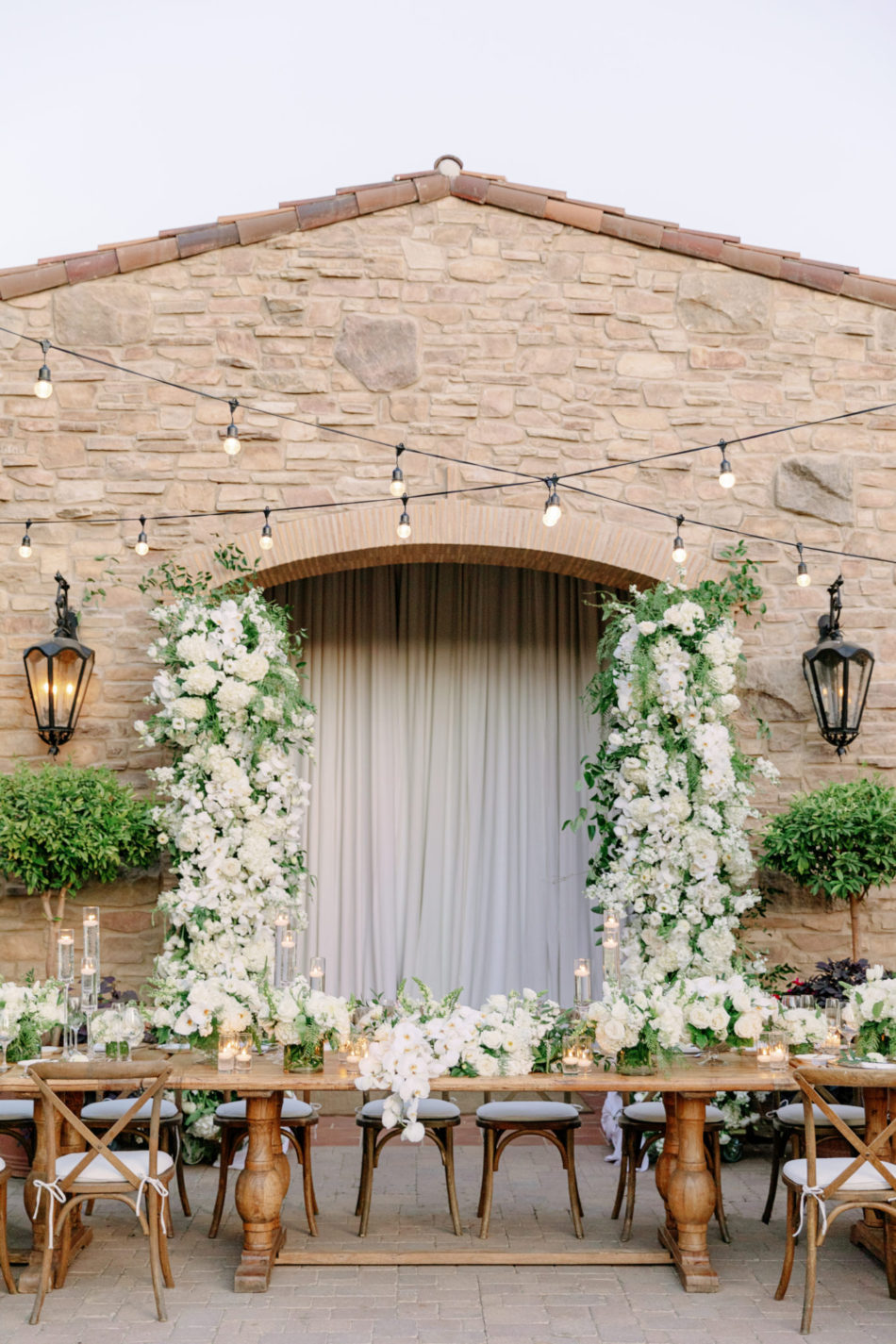head table, outdoor reception, white reception blooms, exquisite white wedding, floral design, florist, wedding florist, wedding flowers, orange county weddings, orange county wedding florist, orange county florist, orange county floral design, flowers by cina