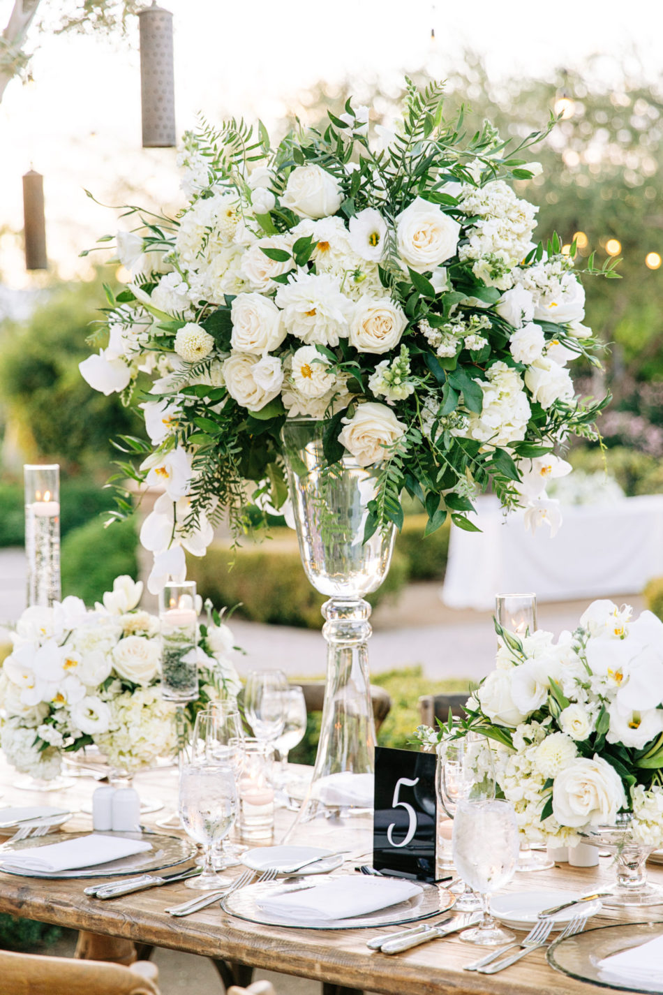 white centerpieces, white blooms, exquisite white wedding, floral design, florist, wedding florist, wedding flowers, orange county weddings, orange county wedding florist, orange county florist, orange county floral design, flowers by cina