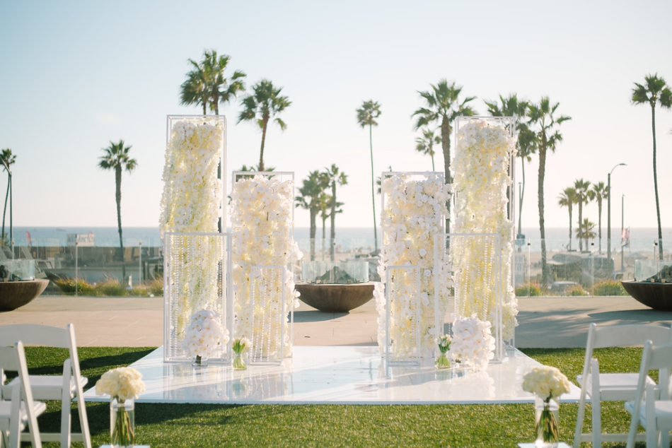 floral-filled altar, white wedding ceremony, white floral decor, magnificent all-white wedding, floral design, florist, wedding florist, wedding flowers, orange county weddings, orange county wedding florist, orange county florist, orange county floral design, flowers by cina