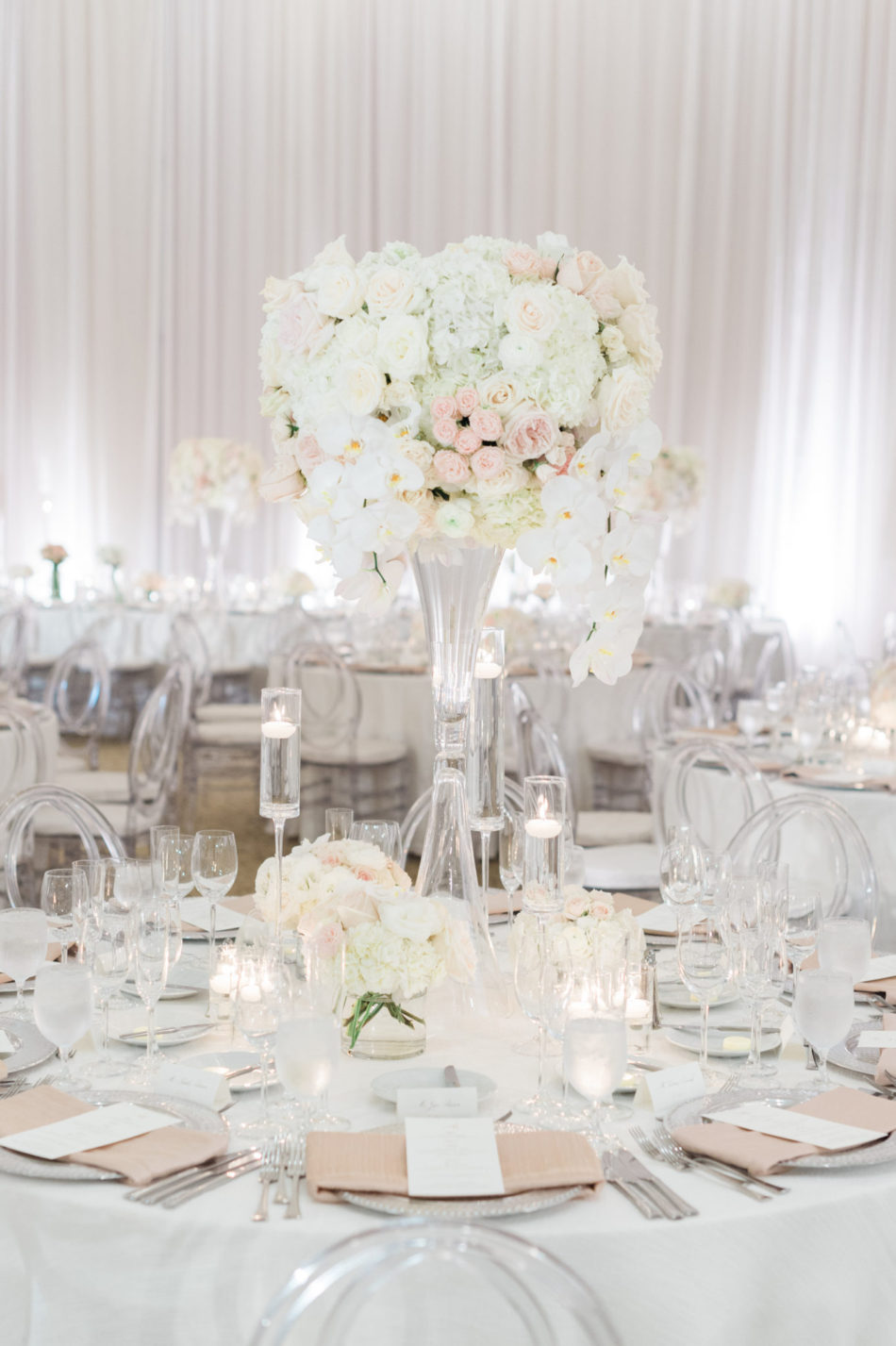 white reception blooms, white centerpiece, romantic all-white wedding, floral design, florist, wedding florist, wedding flowers, orange county weddings, orange county wedding florist, orange county florist, orange county floral design, flowers by cina