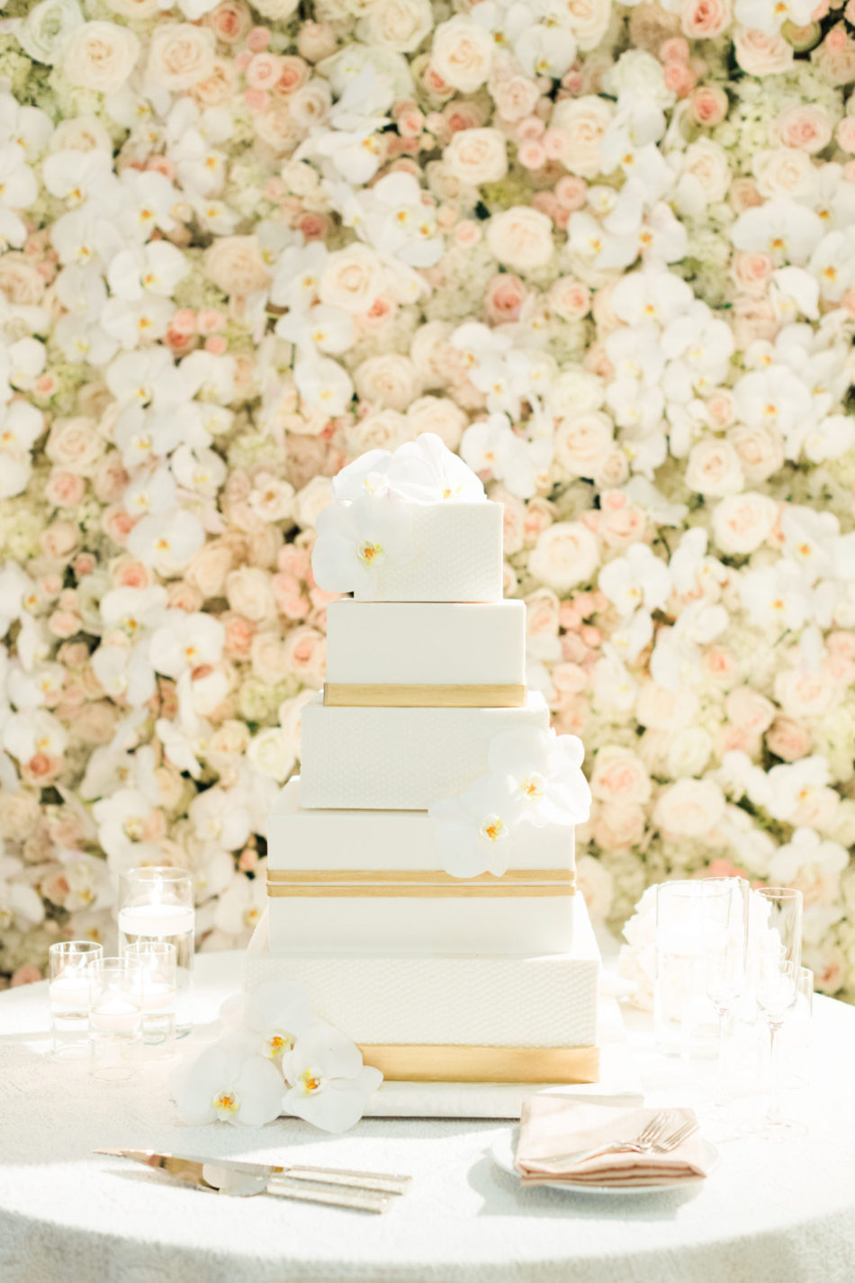 floral wall, white and gold wedding cake, romantic all-white wedding, floral design, florist, wedding florist, wedding flowers, orange county weddings, orange county wedding florist, orange county florist, orange county floral design, flowers by cina