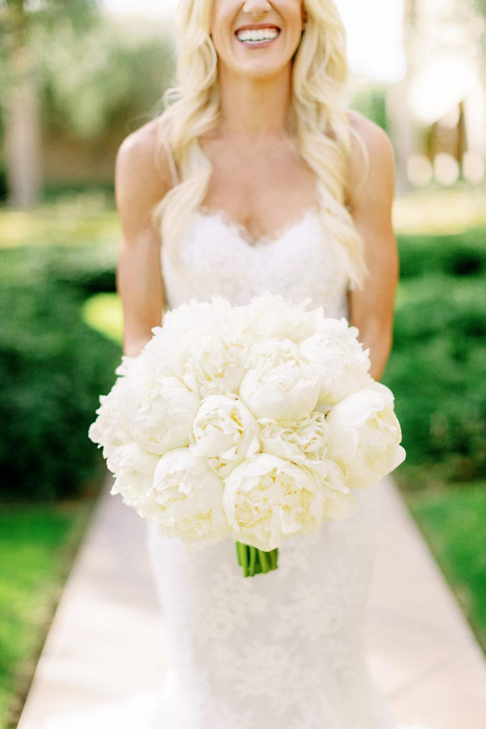 white bouquet, all-white bouquet, memorable bridal bouquets, floral design, florist, wedding florist, wedding flowers, orange county weddings, orange county wedding florist, orange county florist, orange county floral design, flowers by cina