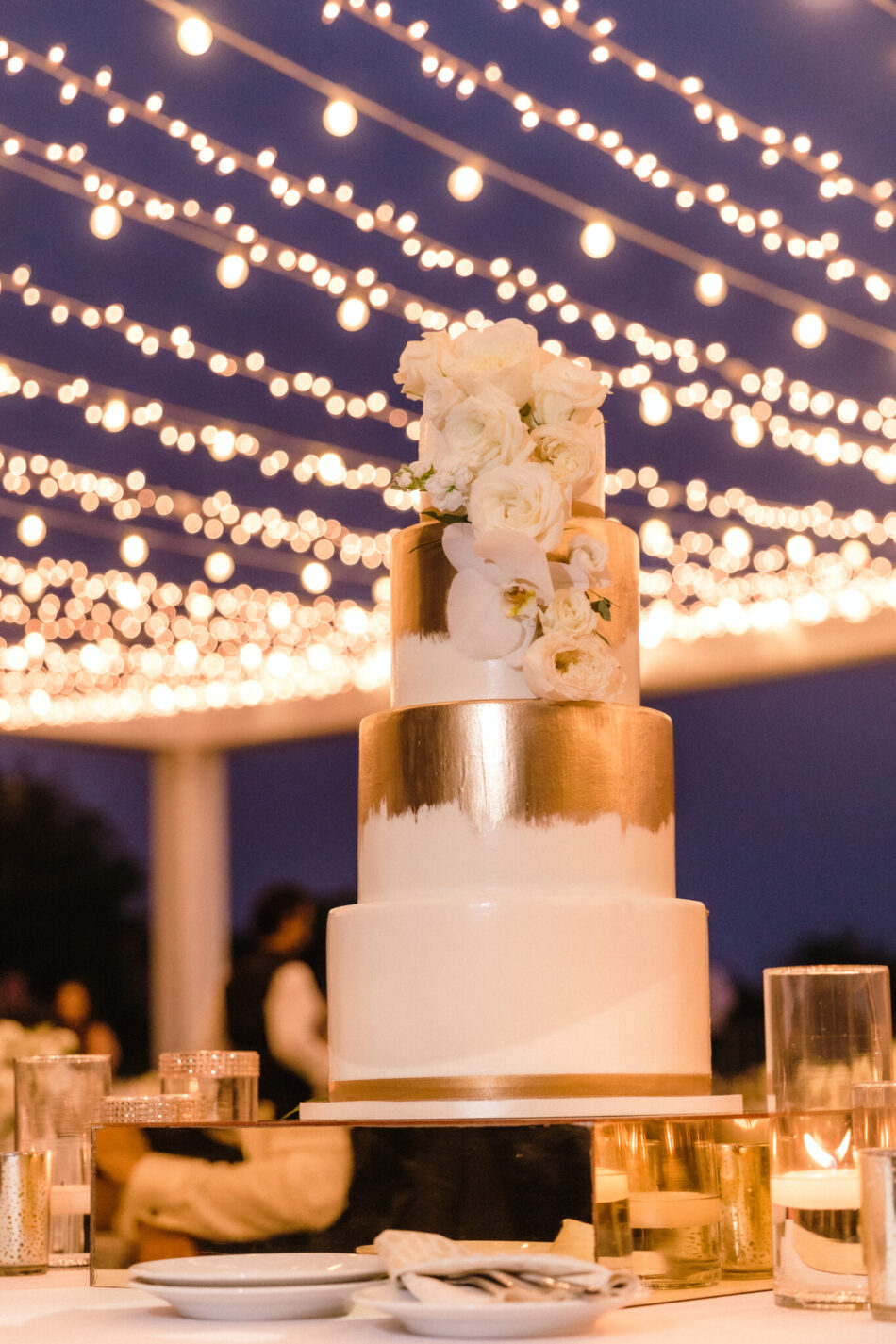 wedding cake, gold and white cake. beautiful floral-filled wedding, floral design, florist, wedding florist, wedding flowers, orange county weddings, orange county wedding florist, orange county florist, orange county floral design, flowers by cina